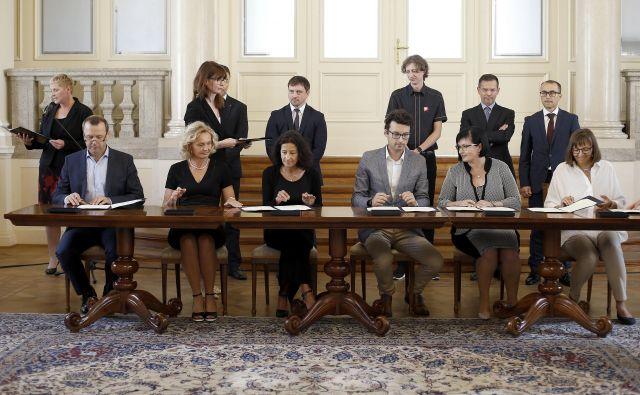 Ustanovitelji fundacije, ki bo finančno in strokovno podpirala ustvarjalnost slovenske mladine. FOTO Blaž� Samec/Delo
