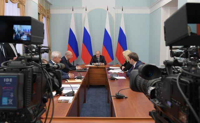 Ruski predsednik Vladimir Putin je v videonagovoru miril ljudi zaradi napovedane pokojninske reforme.<br /> Foto Reuters