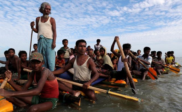 S severa pokrajine Rakine je zaradi brutalne operacije mjanmarske vojske pred letom dni v Bangladeš pobegnilo okoli 700.000 Rohingov, ki so poročali o požigih, umorih in posilstvih. FOTO: Mohammad Ponir Hossain/Reuters