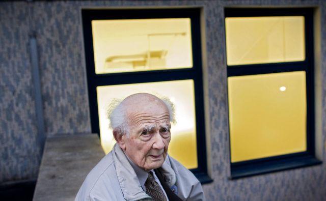 Sociolog Zygmunt Bauman meni, da je problem današnjega časa, da smo vedno bolj izrinjeni iz polisa, ven iz družbe z drugimi ljudmi.