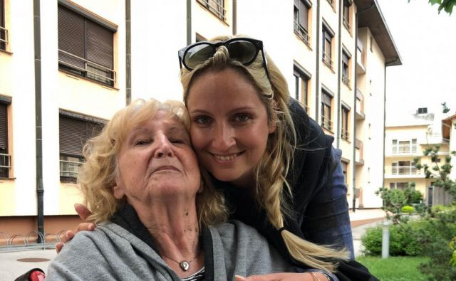 Ana Lukner Roljič z materjo