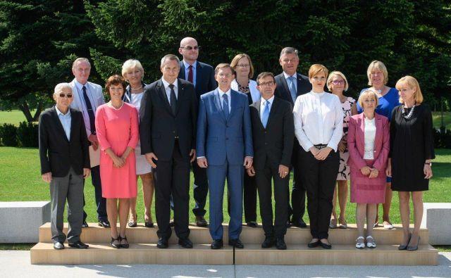 Cerar je izrazil zadovoljstvo, da po štirih letih državo puščajo prihodnji vladi »v mnogo boljšem stanju, kot smo jo prejeli v vodenje in upravljanje leta 2014«. FOTO: Miro Cerar/Twitter