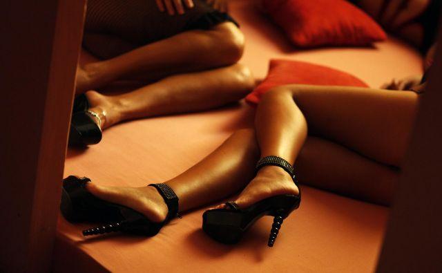 Dekleta so v stanovanjih in sobah pogostokrat bivala neprijavljeno. V istih prostorih, ki so služili prostituciji, so pogosto tudi spala in se tam prehranjevala. FOTO: Michael Hanschke/Reuters