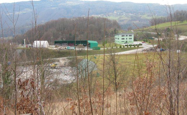Na deponiji Unično, kjer ima sedež Ceroz, se krešejo iskre. Foto Polona Malovrh