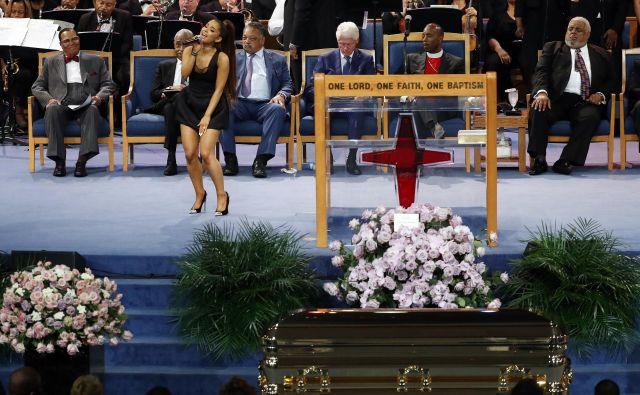 Poleg Ariane Grande so se kraljici soula pokolnili tudi številni drugi glasbeniki. FOTO: Paul Sancya/Ap