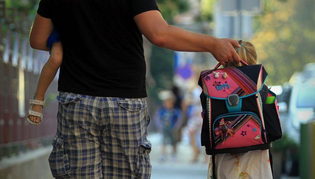 FOTO:Nič več v kotih, šolske torbe zopet na ramenih