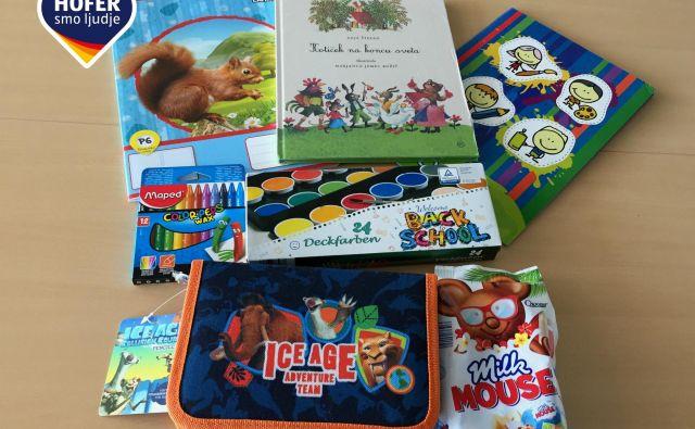 V darilni vrečki so HOFERjevi prvošolčki prejeli šolske potrebščine, od peresnice, zvezka in knjige pa do voščenk in vodenih barvic.