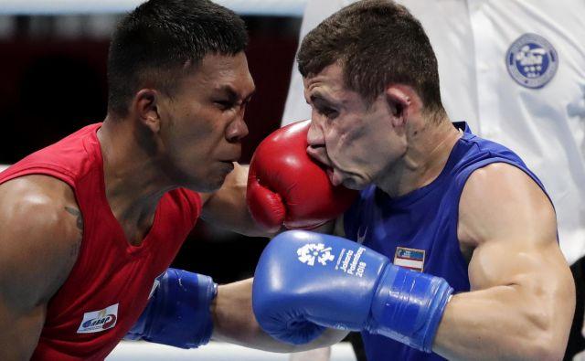 V polfinalnem boksarskem dvoboju na azijskih igrah v Džakarti sta se v srednjetežki kategoriji pomerila Filipinec Eumir Felix Marcial in Uzbekistanec Israil Madrimov.Foto Lee Jin-man Ap