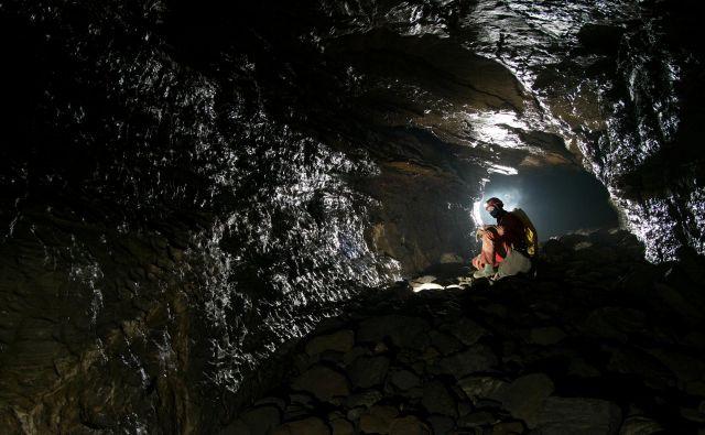 Jama je dolga najmanj 6600 metrov. FOTO: Matjaž Milharčič.