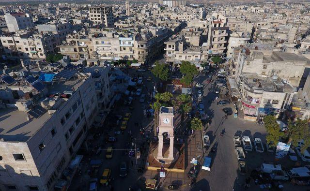 Idlib, kamor je iz drugih delov Sirije v zadnjih letih prebežalo več kot milijon ljudi, že dolgo nadzorujejo uporniške skupine. FOTO: Reuters