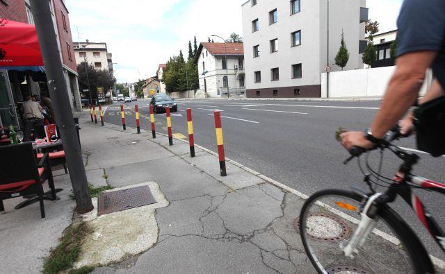 Avtobusi bodo po obnovi ustavljali na vozišču, potniki bodo čakali pod nadstreškom na sedanjem postajališču<br /> FOTO Mavric Pivk