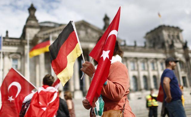 Medtem ko je nemški zunanji minister na obisku v Turčiji, notranji minister načrtuje radikalno zmanjšanje vpliva Ankare na muslimanske prebivalce v Nemčiji. FOTO: Reuters