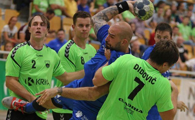 Obramba Krke je na črti dobro zaustavljala Igorja Anića. FOTO: Tomi Lombar