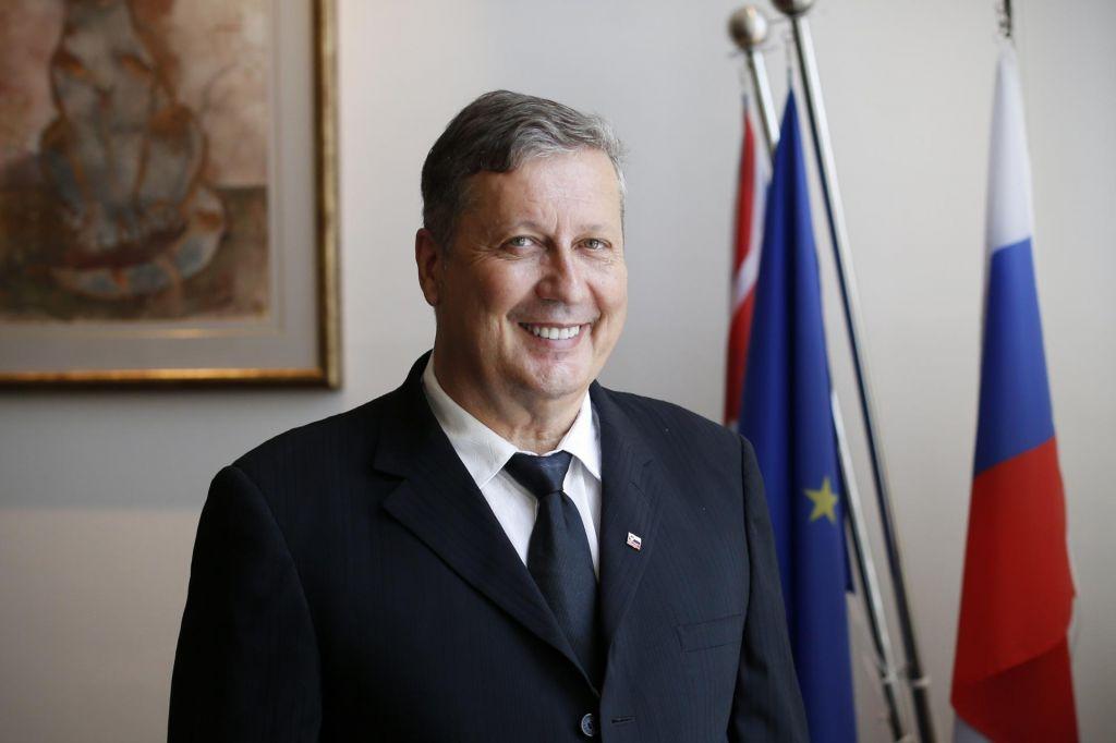Kdo je Anthony Tomažin, ki serijsko kupuje podjetja v Sloveniji