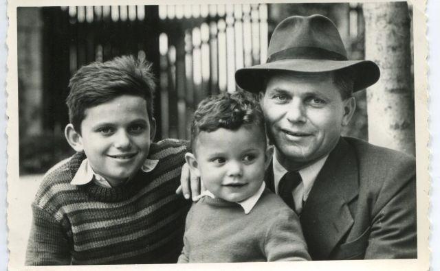 Pisatelj Miško Kranjec s sinovoma Miškom mlajšim in Matjažem leta 1958. Oba sta šla po očetovih stopinjah. Matjaž je postal uspešen novinar, Miško mlajši pa fotograf. FOTO arhiv družine Kranjec