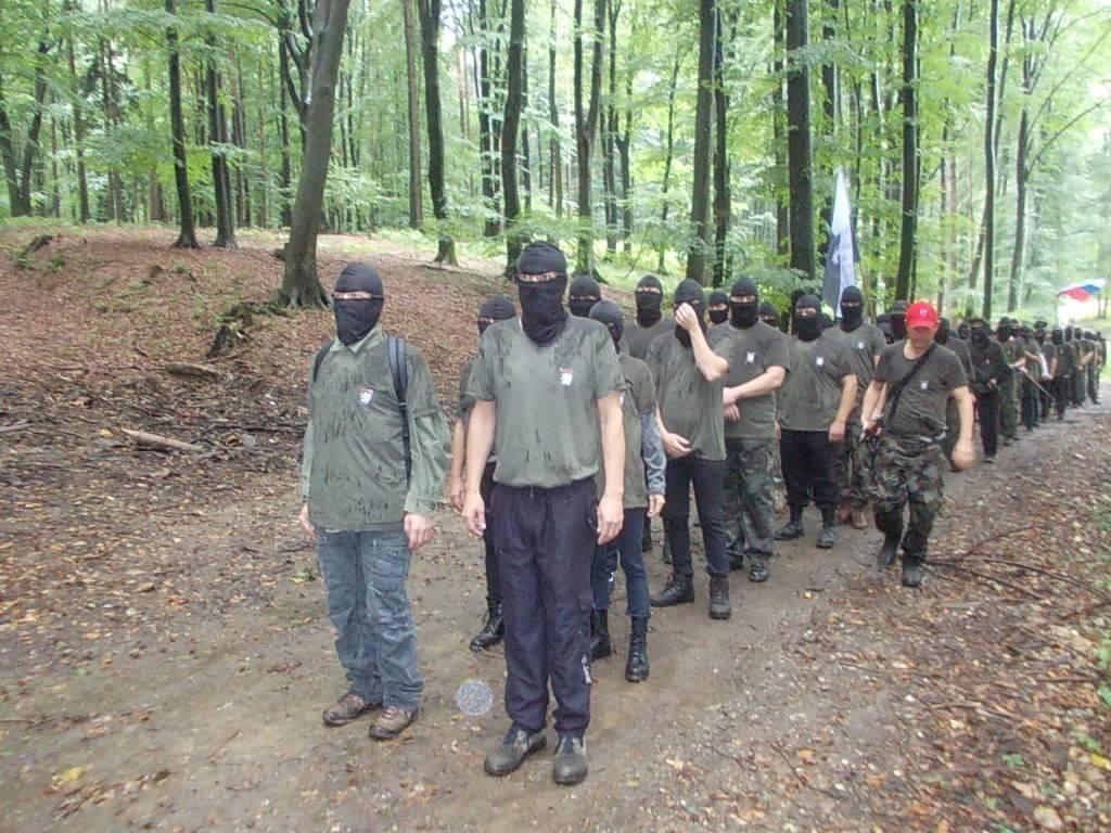 Zveza borcev obsoja nastajanje paravojaških enot, policija zanika vpletenost policistov