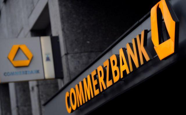 Novica o tem, da bo morala Commerzbank zapustiti Dax, je še toliko bolj grenka, saj je bila frankfurtska finančna ustanova med ustanoviteljicami najpomembnejšega borznega indeksa osrednje evropske države. FOTO: Patrik Stollarz/AFP