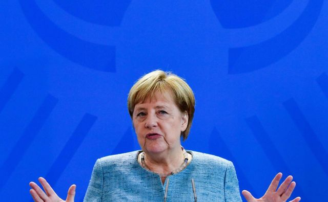 Za Angelo Merkel so pomembni tudi notranjepolitični razlogi Webrove kandidature. FOTO: John Macdougall/Afp