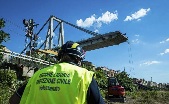Obtožnice bodo segle tudi v vrh zasebnega podjetja Autostrade, ki je imelo most v koncesiji, in italijanskega ministrstva za infrastrukturo ter javno ustanovo. FOTO: AP