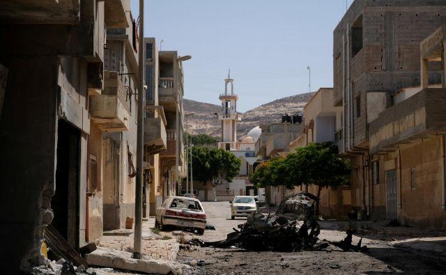 Kljub temu da je od velikega obrata v libijski zgodovini minilo že sedem let, so razmere v – bolj ali manj – padli državi še naprej kaotične.