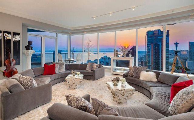 Stanovanje so lastniki, ki ga zdaj prodajajo, kupili leta 2016 za 8 milijonov dolarjev.