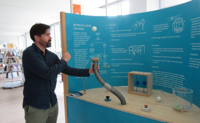 Bernoullijev princip, kot ga lahko razumejo tudi najmlajši in kot ga pokaže Simon Gabrijelčič iz podjetja Fun Science Slovenija. FOTO: Špela Kuralt/Delo