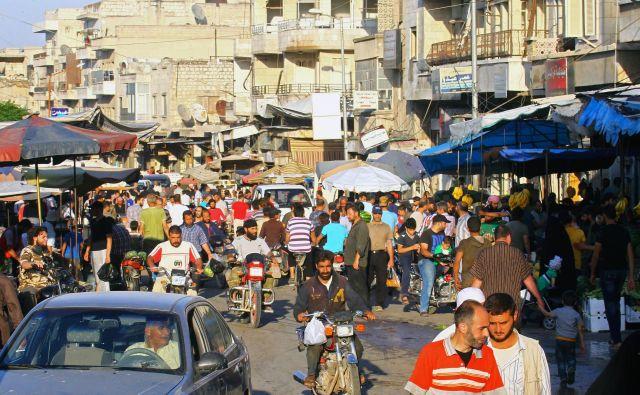 Ulice Idliba, kamor se je zatekel skoraj poldrugi milijon beguncev.<br /> FOTO REUTERS