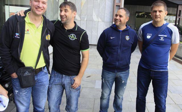 Trener Loke Robert Beguš (drugi z leve) je bil uspešen pri kolegu Alešu Sirku na Dolu. Foto Roman Šipić