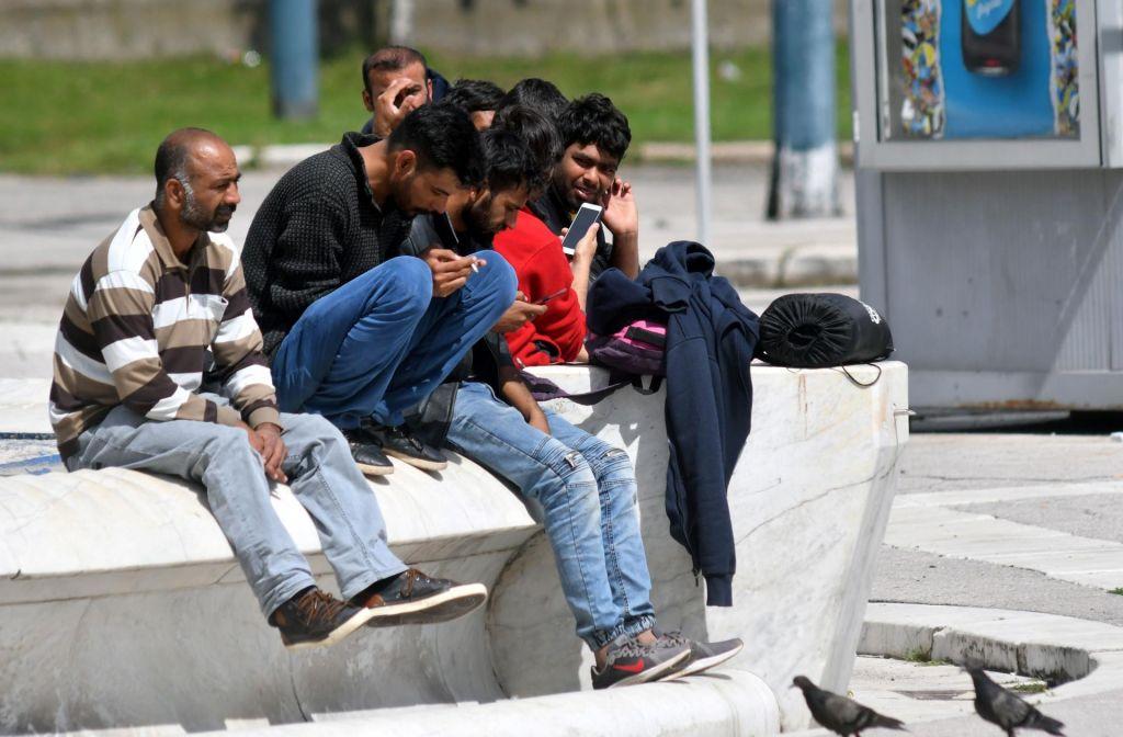 FOTO:Ministrica obtožuje nevladnike: Ravnajo sporno, saj poskušajo vplivati na postopek ravnanja s tujci