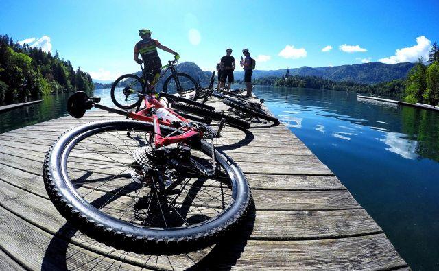 V roku zgolj dveh tednov je izginilo kar 20 tabel o prepovedih, ki jih je postavila Infrastruktura Bled, in marsikatero so kasneje našli v jezeru. FOTO: Matej Mejovšek
