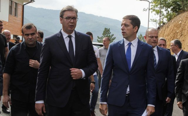Aleksandar Vučić na včerajšnjem obisku vasi Gazivode. FOTO: Hazir Reka/Reuters