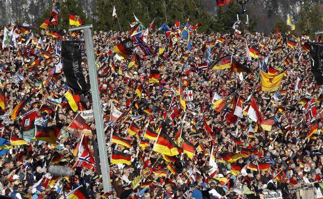 BIatlon je postal zgodba o uspehu zlasti v nemškem prostoru, kar potrjujejo tudi polne tribune v Ruhpoldingu. Foto Reuters