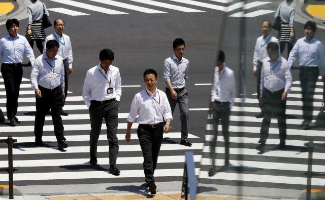 Japonski delavci iz službe nikoli ne odidejo prej kot šef. Kar pa ne pomeni, da so v svojem dolgem delovniku učinkoviti. FOTO: Reuters