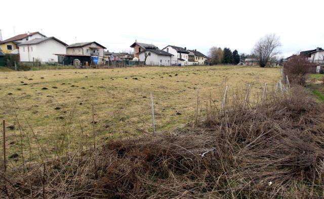 Del stanovanj v naselju bi namenili za pilotni projekt stanovanjske zadruge. FOTO: Roman Šipić