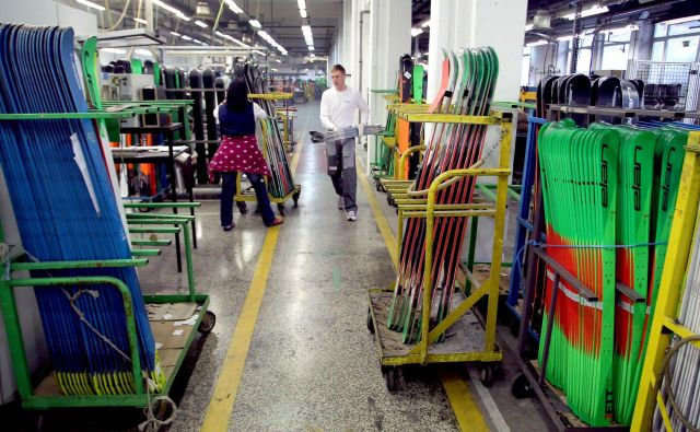 Proizvodnja smuči v Elanu se povečuje. FOTO: Roman Šipić