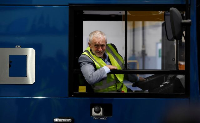 Jeremy Corbyn v primeru prihoda na oblast obljublja radikalne spremembe. FOTO: REUTERS/Russell Cheyne
