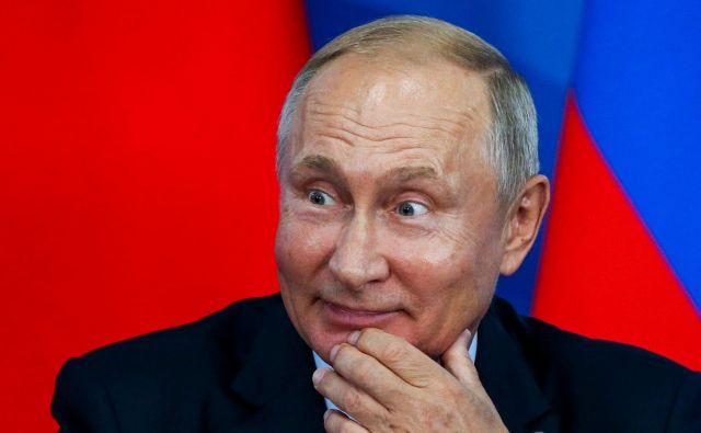 Vabila Vladimirja Putina nista sprejela severnokorejski vodja in južnokorejski predsednik Mun Dže In.