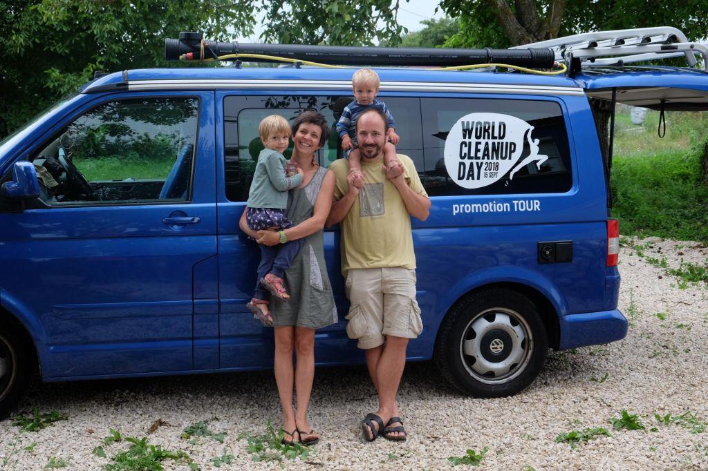 FOTO:Družina Peperko na počitnicah s poslanstvom