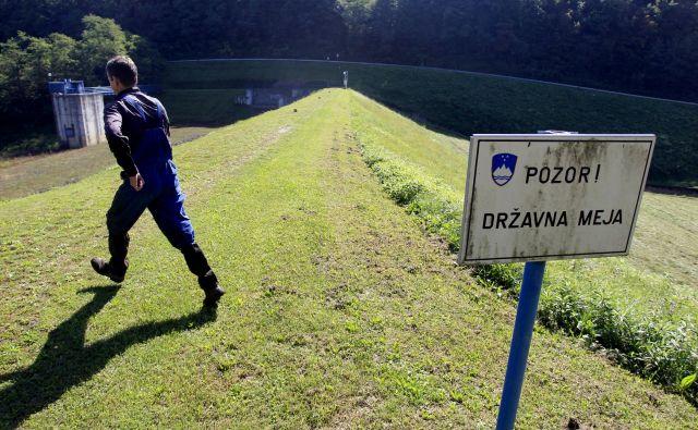 Večji del pregrade leži na Hrvaškem, jezero bi si delile dve slovenski in dve hrvaški občini. FOTO: Roman Šipić/Delo
