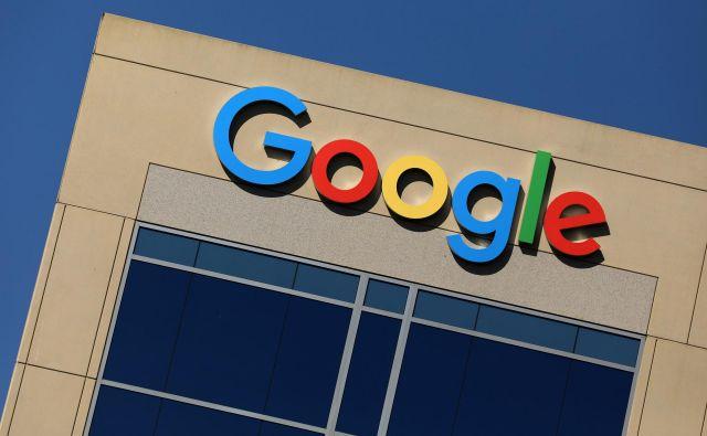 Barvni napis je eden najbolj prepoznavnih znakov tega podjetja, ki trenutno zaposluje več kot 85.000 ljudi. FOTO: Reuters