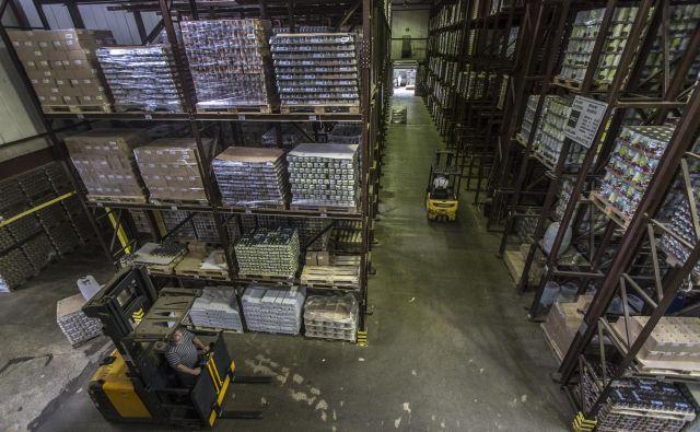 Regalna skladišča so ena najbolj smiselnih ureditev za shranjevanje blaga, naloženega na paletah. Foto Voranc Vogel