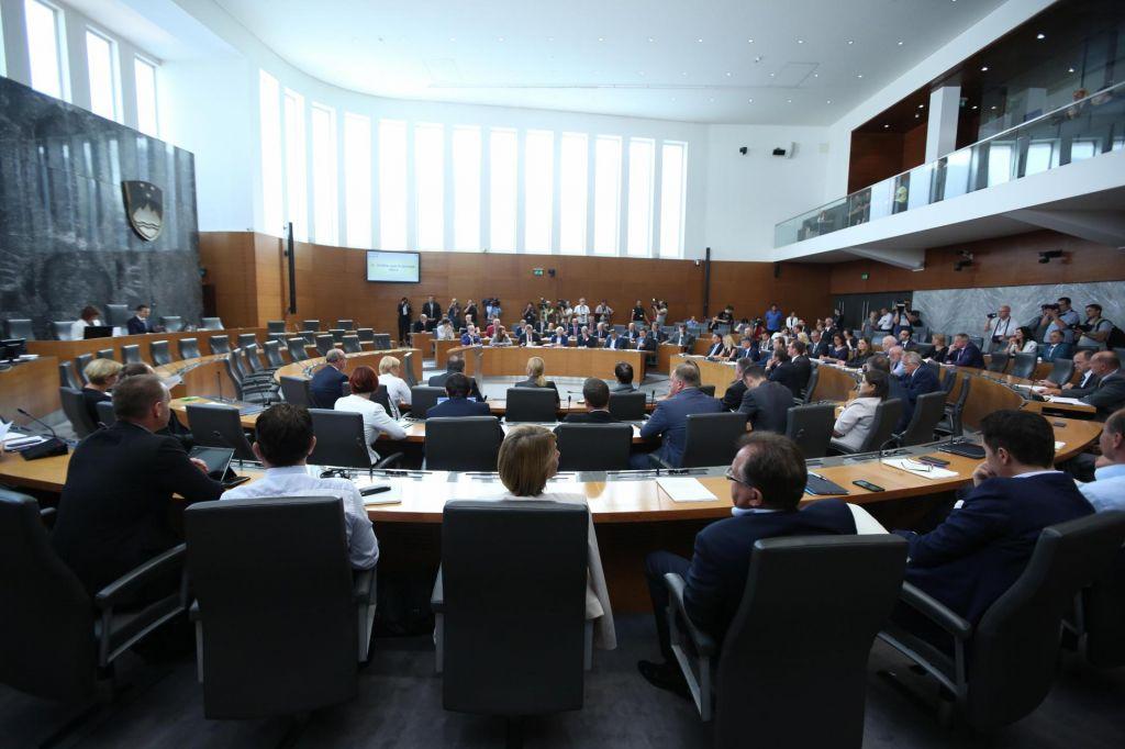Državni zbor jutri o šestnajsterici ministrov