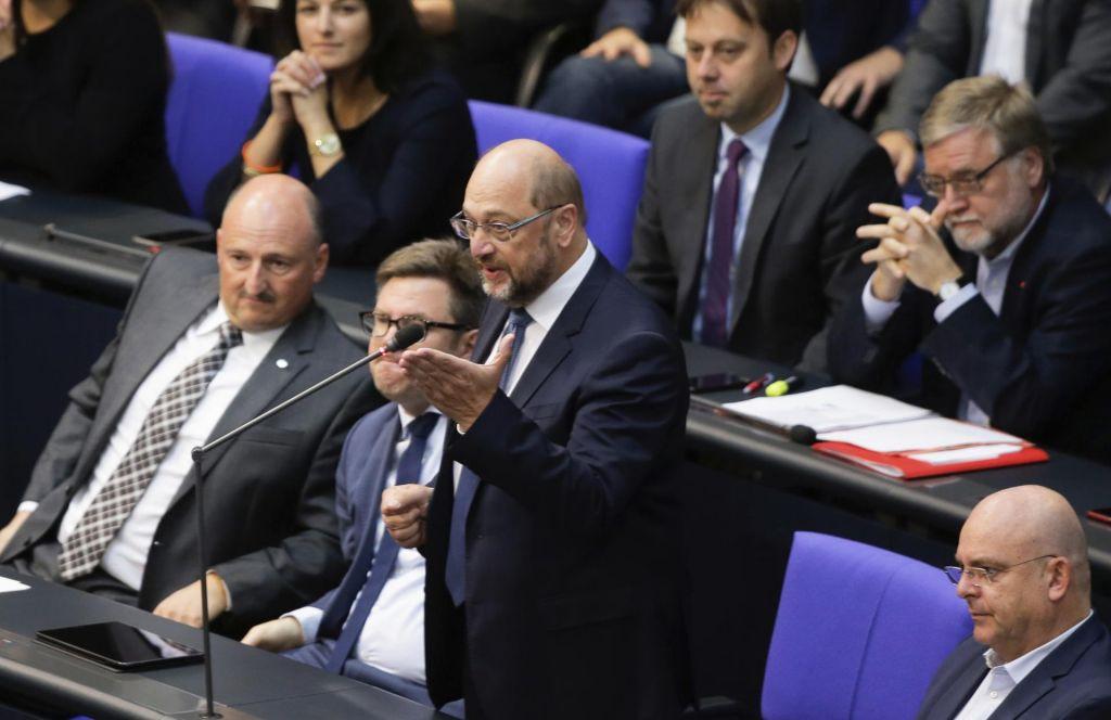Prepiri v bundestagu zaradi zločinskih migrantov in skrajnih desničarjev