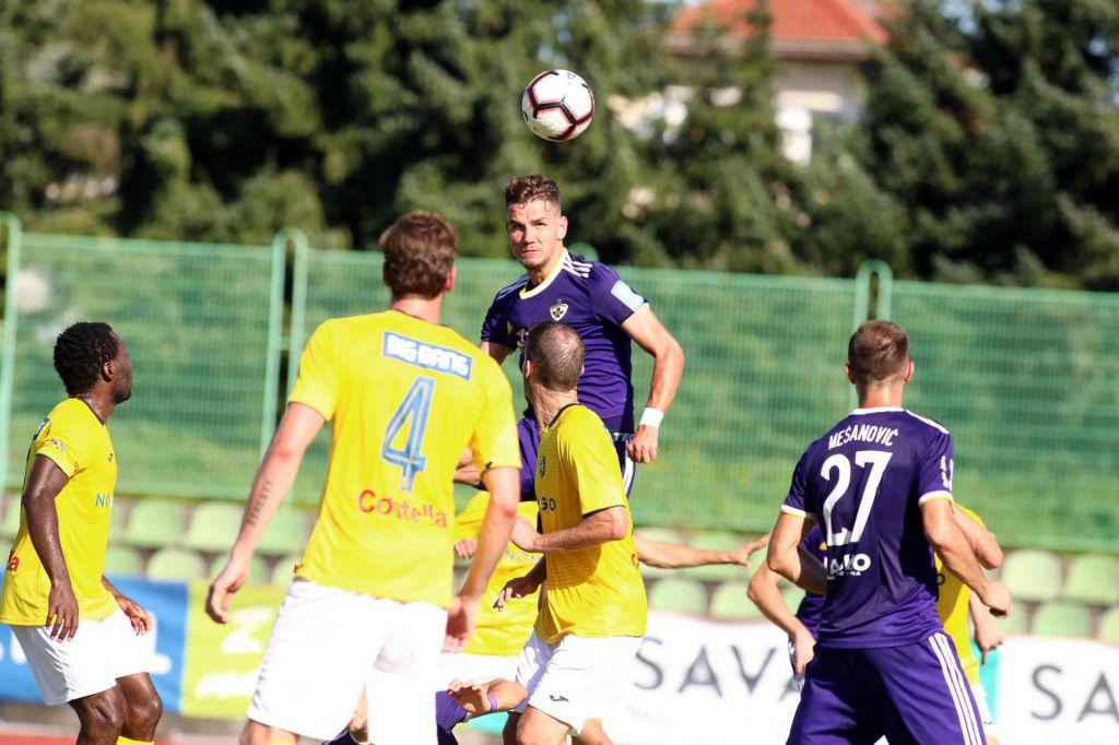 Maribor se je v sodnikovem dodatku za las izognil pokalnemu nokavtu