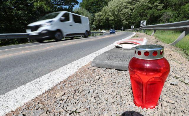 Kolesar je zaradi hudih poškodb na kraju nesreče umrl. FOTO: Dejan Javornik