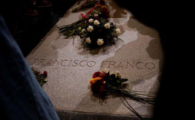 General Francisco Franco je bil leta 1975 pokopan v mavzoleju, ki so ga zgradili po njegovem naročilu. FOTO: Juan Medina/Reuters
