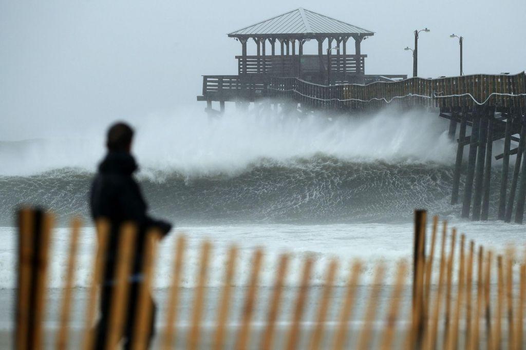 FOTO:Orkan Florence tik pred obalo okrepil vetrove