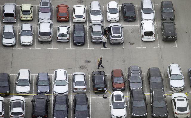 Obseg potrošniških posojil, denimo za avtomobile, se povečuje. Foto Jože Suhadolnik