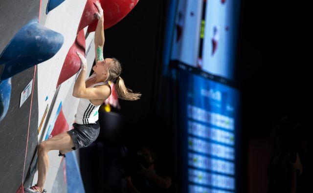 Janja Garnbret v polfinalu na balvanih. Foto Luka Fonda