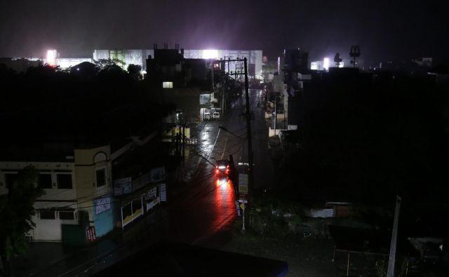 Divjanje vetra in dež sta že dosegla mesto Tuguegarao v provinci Cagayan. FOTO: AP Photo